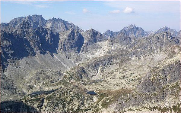 Veľká Studená dolina ze Žltej veže. V pozadí zleva Gerlachovský štít a Zadný Gerlach, vpravo Vysoká a Rysy