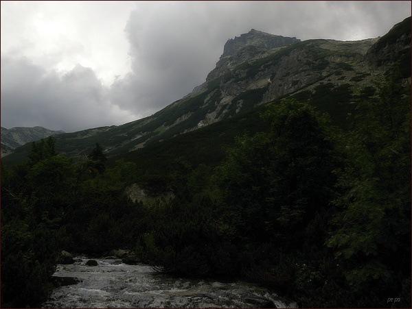 Strelecká veža z turistického chodníku od Hrebienku ke Zbojníckej chate