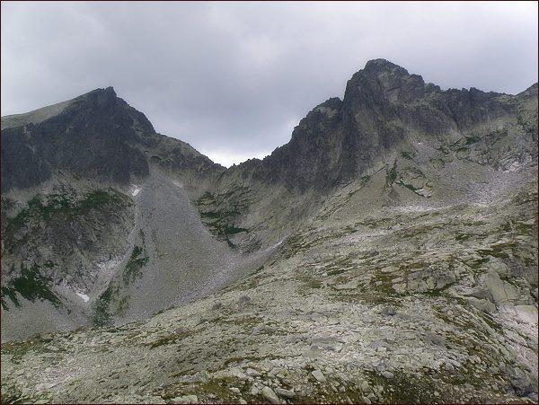 Javorový štít, Javorové sedlo a Ostrý štít (vpravo) ze Streleckej veže