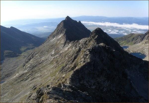 Furkotský štít z Hrubého vrchu. V pozadí Veľké Solisko