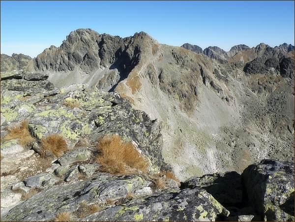 Furkotský štít (uprostřed) a Hrubý vrch (vlevo) z Krátkej
