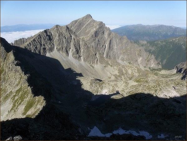 Hlavní osa Rozsochy Kriváňa z Furkotského štítu. Furkotské sedlo, Ostrá a Kriváň. Vpravo Nefcerka