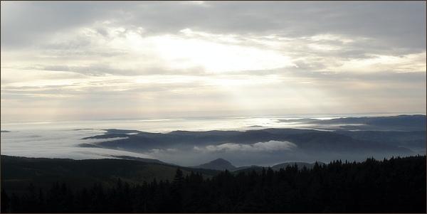 Pohled z rozhledny na Klínovci do vnitrozemí Čech
