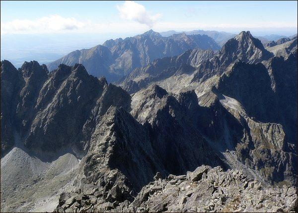 Na Zadnom Gerlachu. Vpravo závěr Kačacej doliny, vlevo Batizovskej. Dole Batizovský štít, vlevo Končistá, vpravo Vysoká