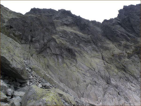 Stěny Popradského Ľadového štítu nad Batizovskou dolinou