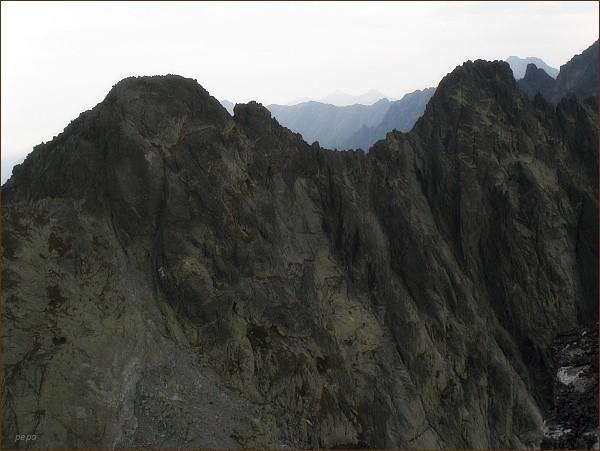 Popradský Ľadový štít (vlevo) a Kačací štít z Drúku