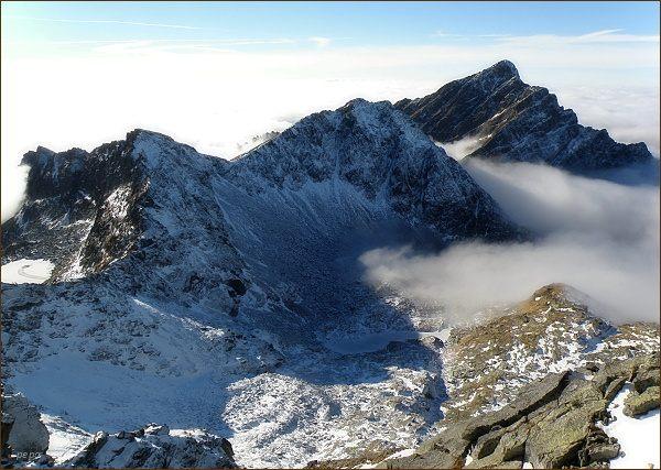 Ostrá (vlevo), Krátka a Kriváň z Hrubého vrchu
