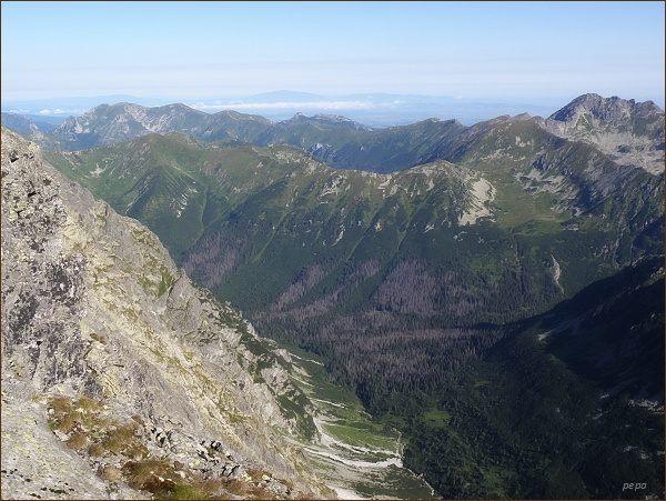 Hrubý vrch. Pohled k Laliovému sedlu (druhý horizont), rozhraní Vysokých a Západných Tatier
