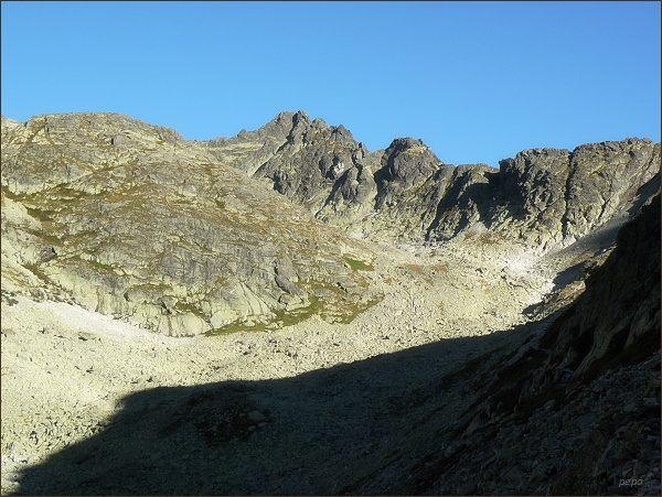 Velický štít a Malý Velický štít nad Velickou dolinou