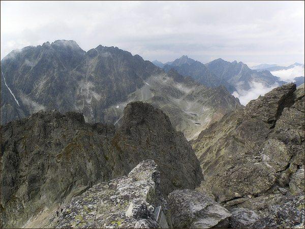 Poľský hrebeň a Velický štít (na prostředním horizontu vpravo) z Bradavice