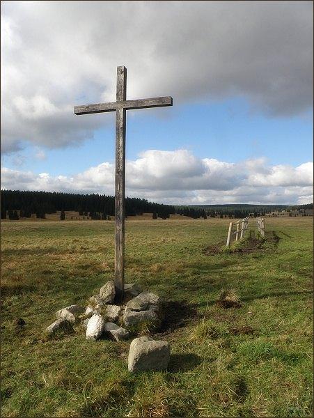 Kříž na pastvinách u Přebuze