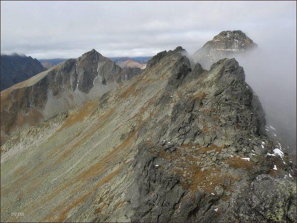 Volí chrbát a Východný Mengusovský štít z Volej veže. Vlevo Kôprovský štít