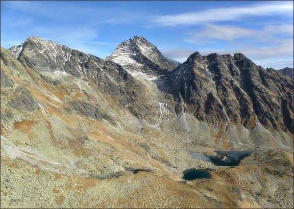 Rysy (vlevo), Vysoká a Ťažký štít, Kôpky a Popradský hrebeň z Volovca mengusovského
