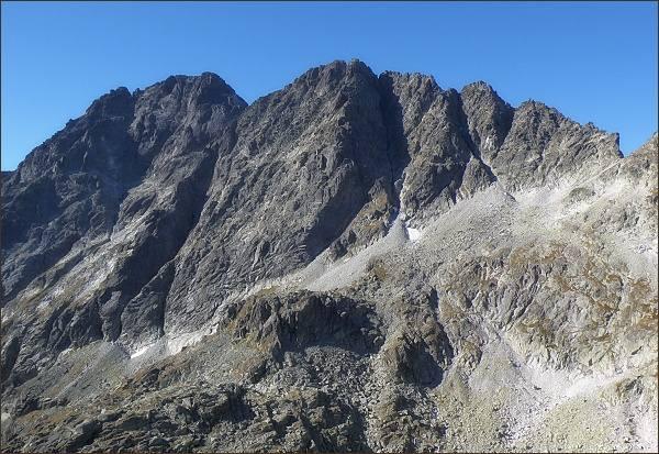 Gerlachovský štít a Zadný Gerlachovský štít (uprostřed) nad Velickou dolinou