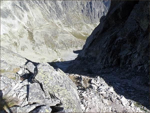 Gerlachovské (Tetmajerovo) sedlo. Pohled do Velickej doliny