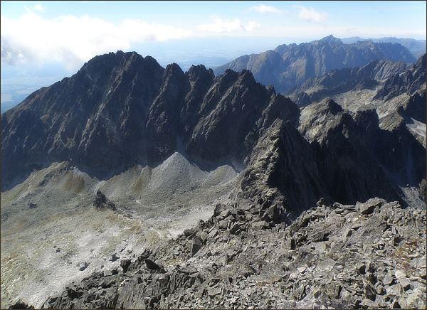 Batizovská dolina a Končistá ze Zadného Gerlachovského štítu. V pozadí Kriváň