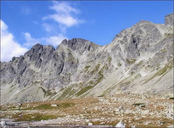 Mengusovské štíty nad Hincovou kotlinou (zleva Veľký, Prostredný,  Východný)