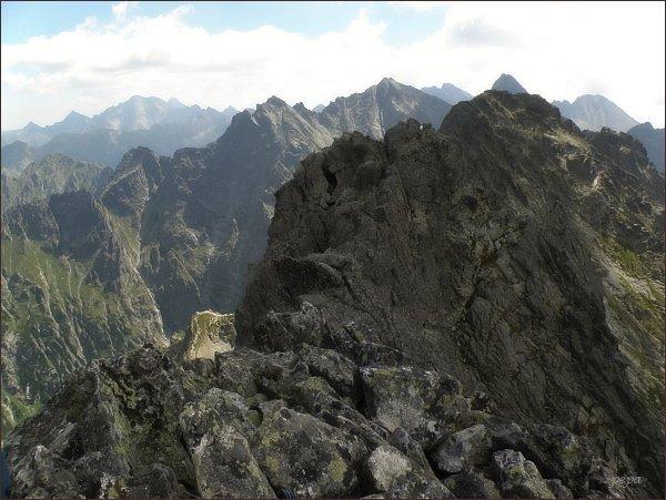 Na severozápadním vrcholu Prostredného Mengusovského štítu. Nejblíže vrchol prostřední