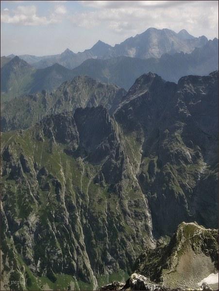 Žabí Mních, Veľký Žabí štít a Mlynár z Prostredného Mengusovského štítu.  Na horizontu Ľadové štíty