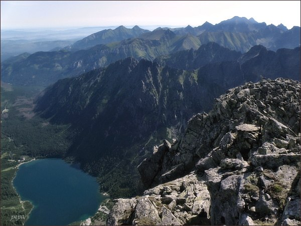Pohled z Veľkého Mengusovského štítu k severovýchodu. Nejblíže Žabia kopa a Malý Žabí štít