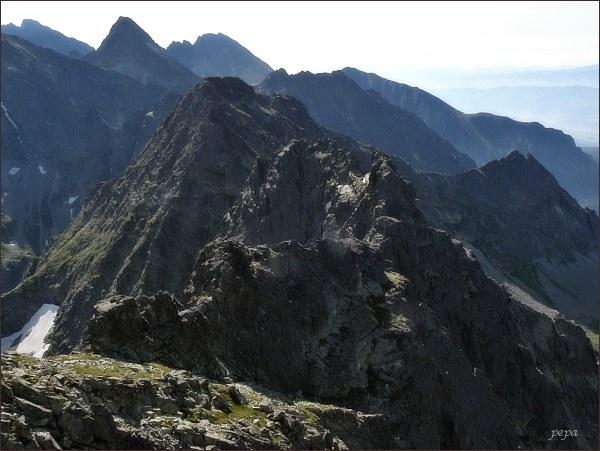 Prostredný (nejblíže) a Východný Mengusovský štít z Veľkého Mengusovského štítu