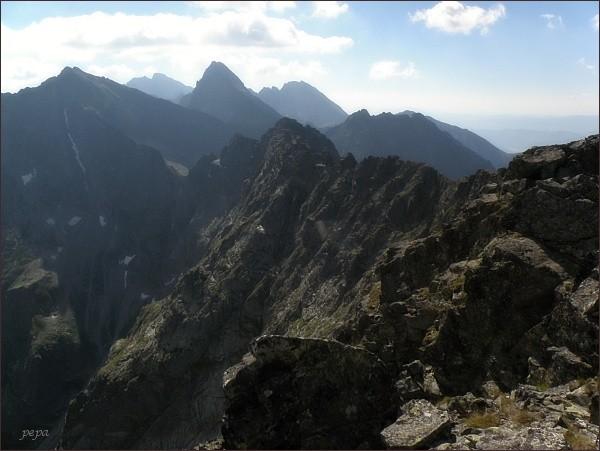 Pohled z Vých. Mengusovského štítu k jihovýchodu. Zleva Rysy, Gerlachovský štít, Vysoká, Končistá