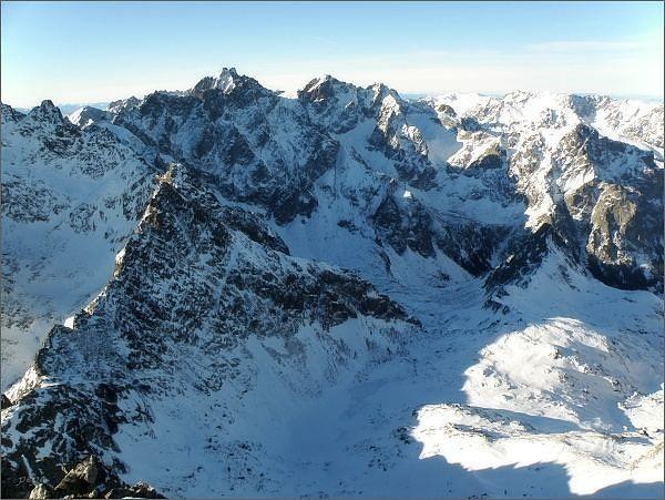 Svišťová dolina, Zamrznutý kotol a Velický štít z Východnej Vysokej. V pozadí Vysoká a Rysy