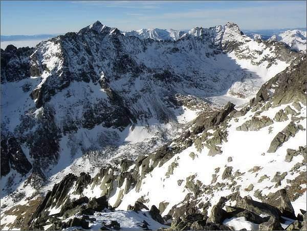 Mlynická dolina ze Satana. Soliskový hrebeň, za ním Kriváň. Vpravo Furkotský štít a Hrubý vrch
