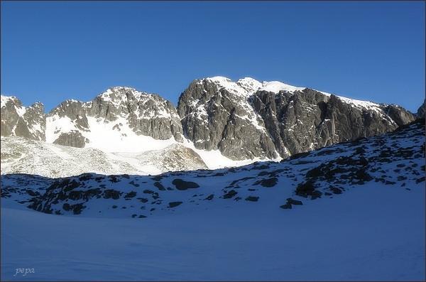 Javorové štíty (Malý vlevo) nad Veľkou Studenou dolinou