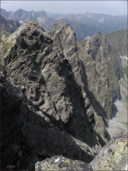Západní vrchol Javorového štítu a Malý Javorový štít z východního vrcholu Javorového štítu