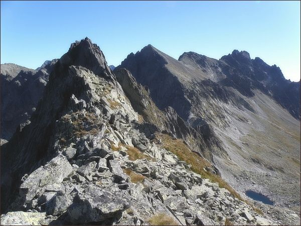 Kupola nad Velickou dolinou, pohled zpod Litvorového štítu. Zprava Bradavica, Weszterov štít, Kupola a Východná Vysoká. Nejblíže Velický štít