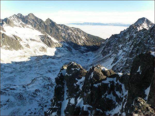 Veľ. Studená dolina z Kupole. Zleva Pyšné štíty, Lomnický štít, Prostredný hrot. Vpravo Slavkovský štít