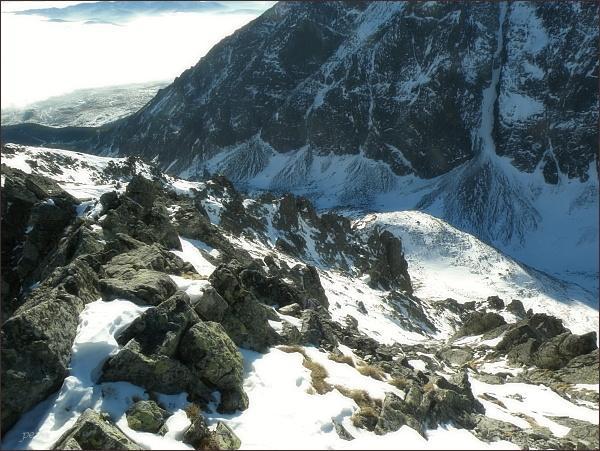 Velická dolina z Kupole. Dole Guľatý kopec