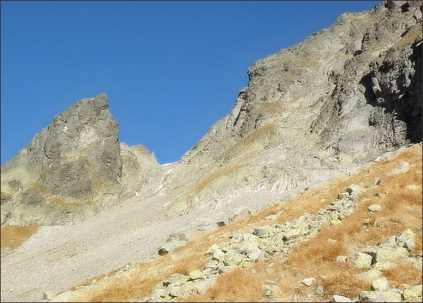 Malý Javorový štít (vpravo). sedlo Malý Závrat a Kresaný roh