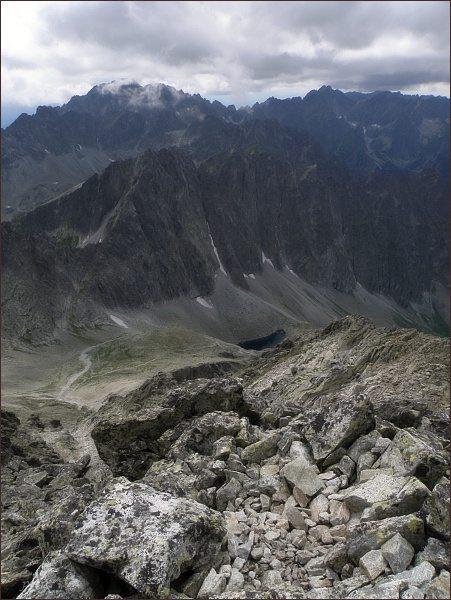 Javorové štíty (Malý uprostřed, vpravo nad Javorovou škárou) z Malého Ľadového štítu