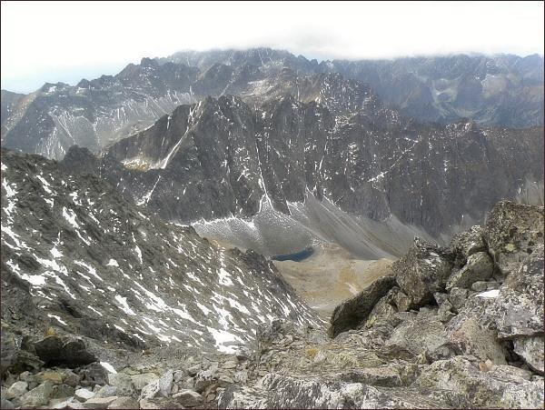 Javorové štíty (Malý uprostřed, vpravo nad Javorovou škárou) z Ľadového štítu