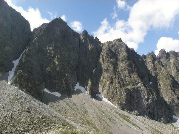 Malý Javorový štít (vlevo) nad Javorovou dolinou
