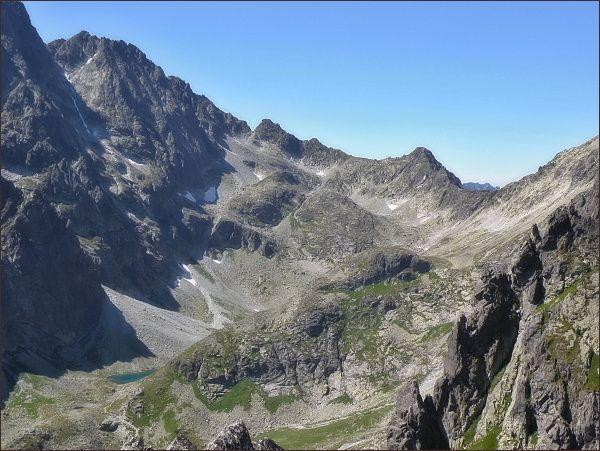 Velická dolina z Velickej steny. V závěru doliny Velický štít, vlevo Litvorový štít a Zadný Gerlach