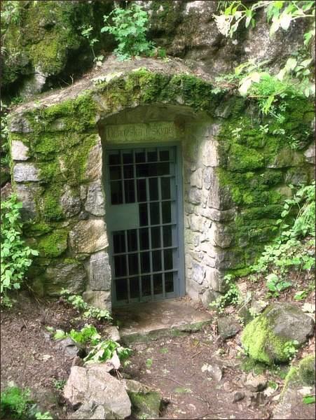 Ochozská jeskyně, spodní vchod