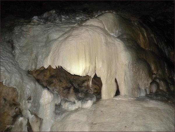 Ochozská jeskyně, Hlavní dómy. Sintrové vodopády