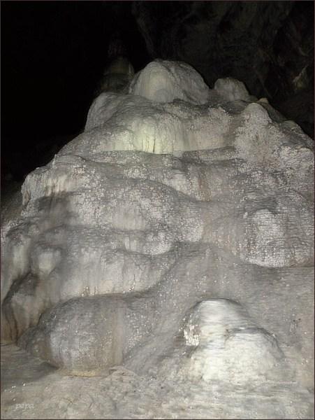 Ochozská jeskyně. Sintrové vodopády