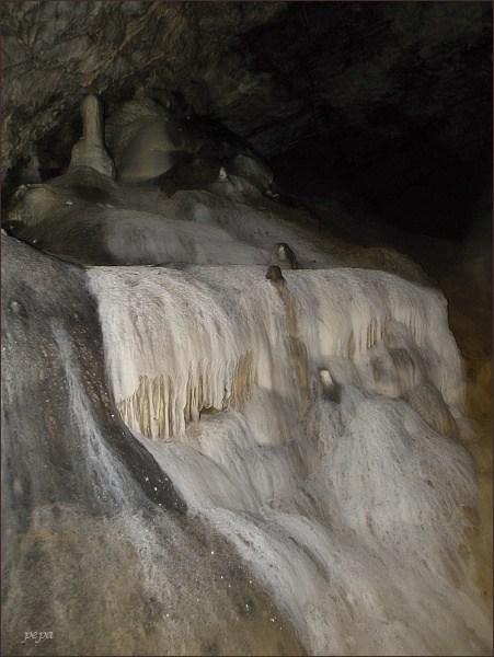 Ochozská jeskyně. Sintrový vodopád