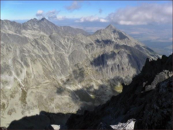 Velické Granáty z Gerlachovského štítu. Uprostřed zprava Velická, Granátová a Opálová stena
