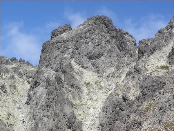 Bradavica z Opálovej steny. V popředí jihozápadní, dále západní vrchol