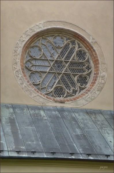 Klášter Zlatá Koruna. Rozeta klášterního kostela
