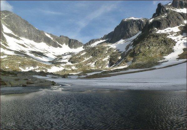 Malá Studená dolina. Zleva Ľadový štít, Snehový štít a Baranie rohy