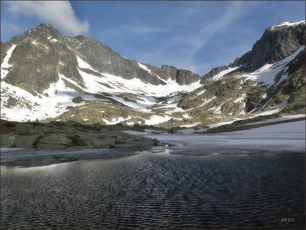 Malá Studená dolina. Zleva Ľadové štíty, Snehový štít a Baranie rohy