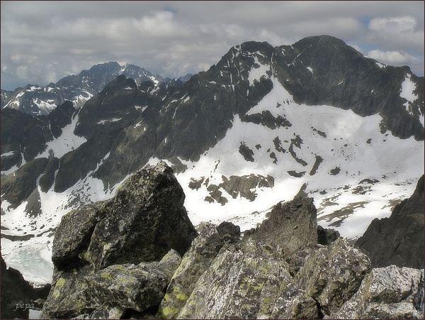 Ľadové štíty ze Spišského štítu. Vlevo Gerlachovský štít
