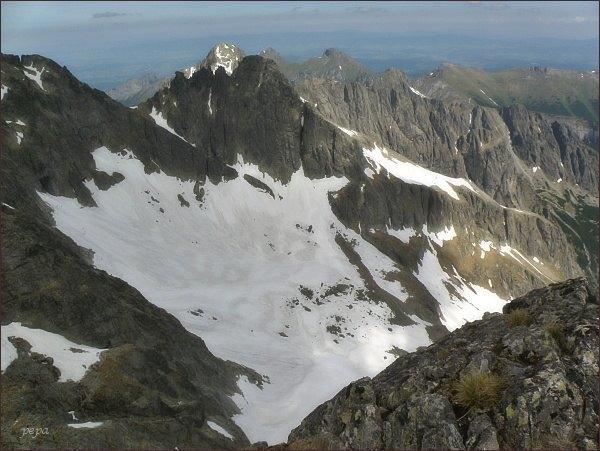 Veľká Zmrzlá dolina ze Spišského štítu. V popředí Čierny štít, za ním Kolový štít