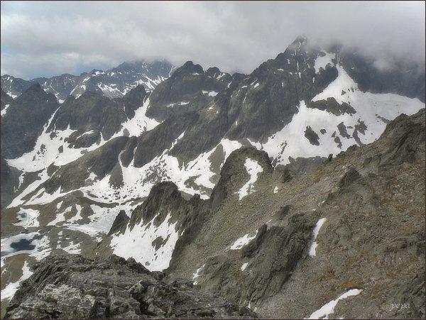 Malá Studená dolina z Ovčiarskej veže. V popředí Mačacie veže